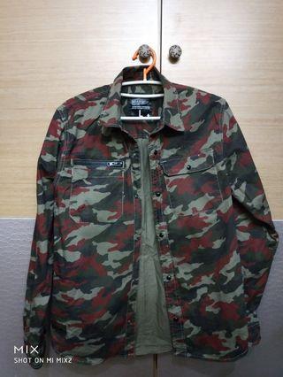 帥氣迷彩襯衫,只要100,把握優惠運費39,結帳輸入XMAS