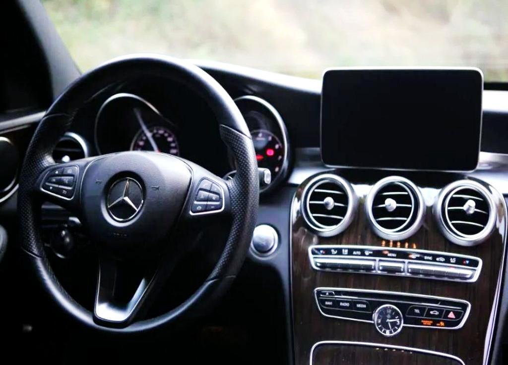 2014年BENZ W205 C300 好男人.好老公舒適房車  美型優雅.尖端呈現.時尚星芒閃耀
