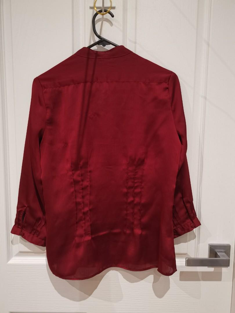 Exquisite silky red high collared button-down blouse: suitable for work