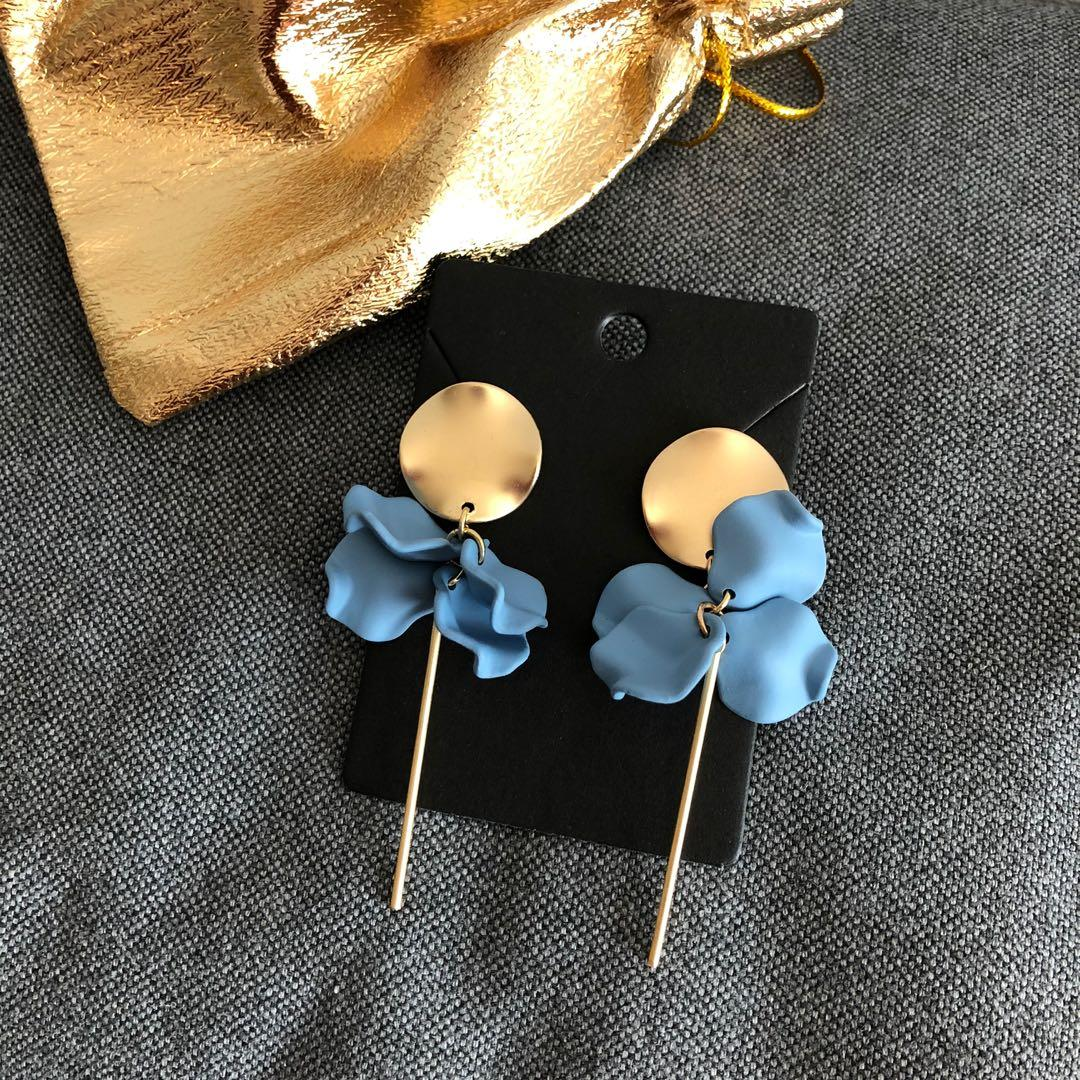 Brand new elegant sky blue flower earrings gold colour