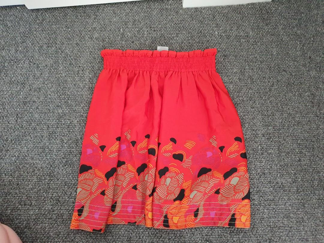 Mini Red elastic skirt with floral pattern - from urban outfitter