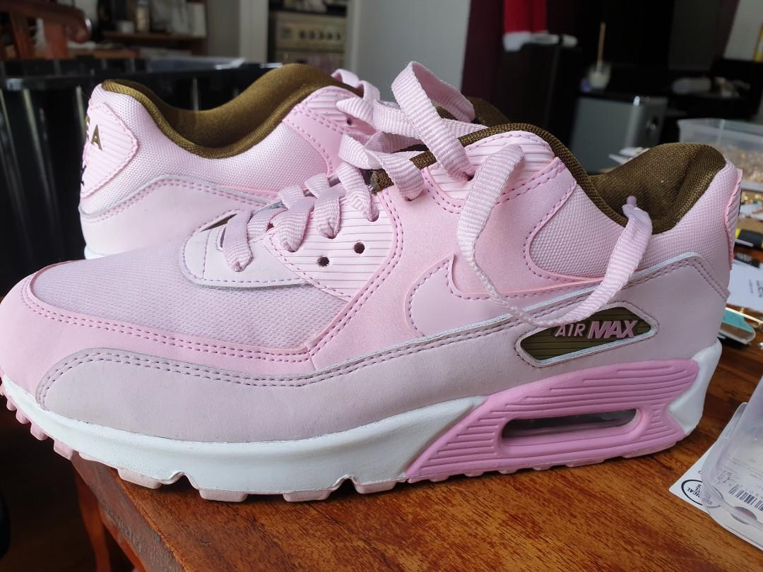 Nike air max 90  nearly brand new just i used  one time