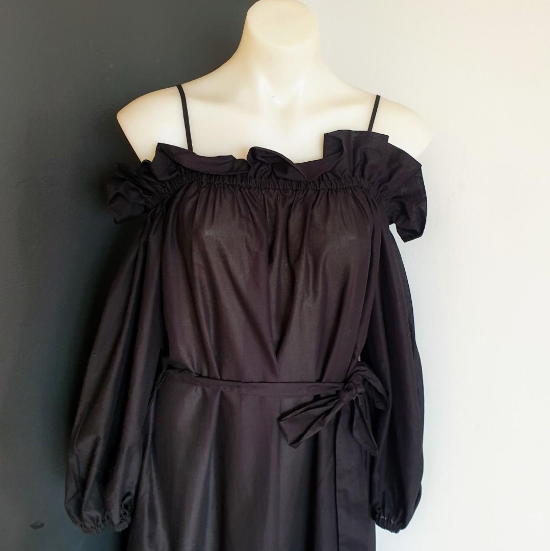 Women's size XS (6-12) Gorgeous black cold shoulder maxi dress - BNWOT