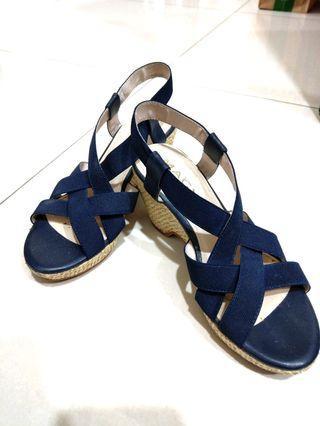 【MAGY 瑪格麗特】藏青厚底涼鞋