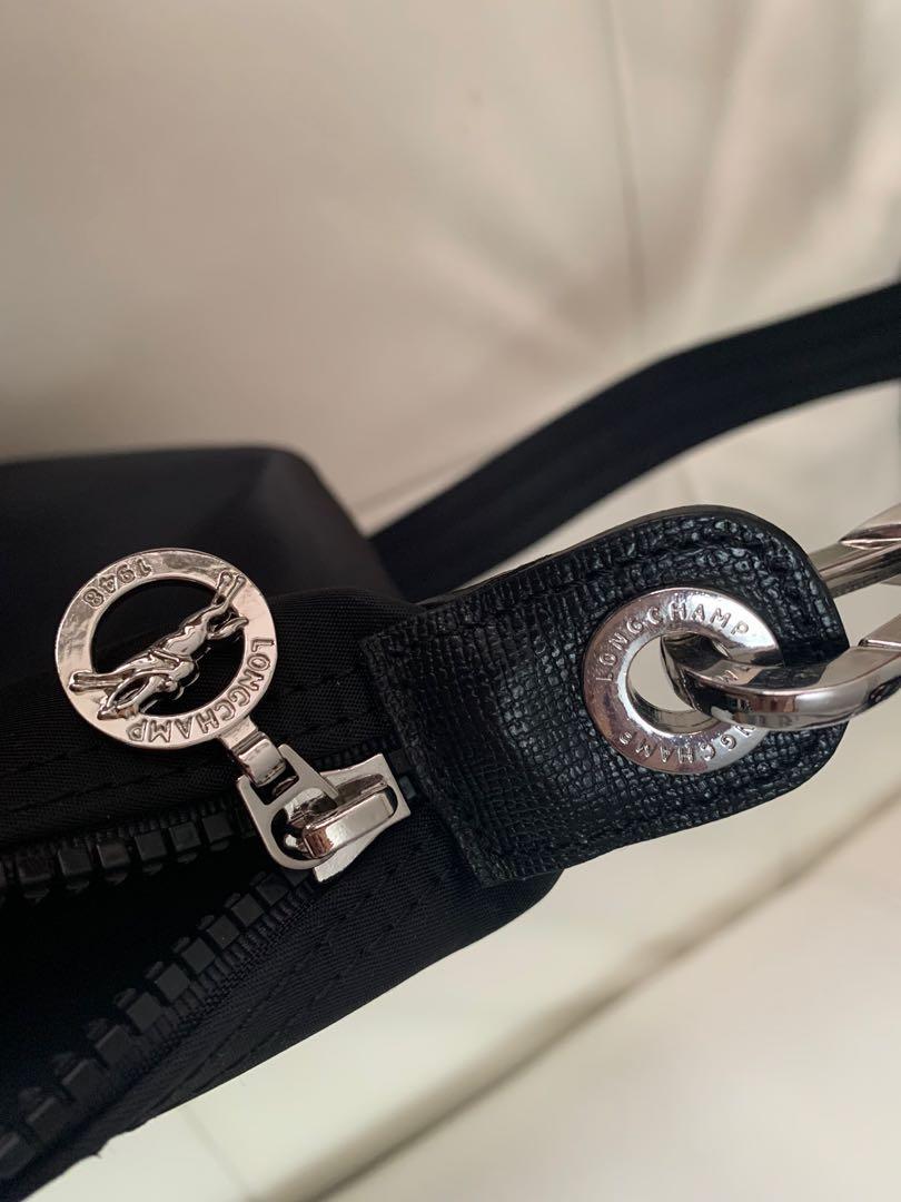 Black Longchamp Le Pliage Néo Top-Handle in size large