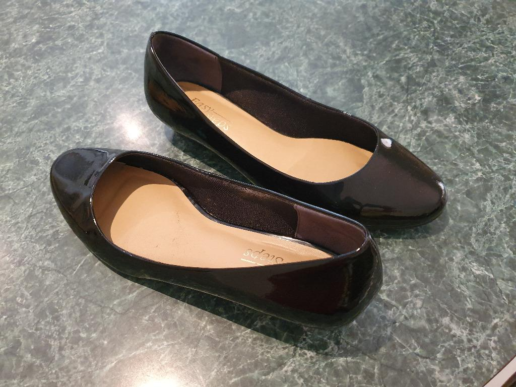 GENTLY USED- Size 9 Easy Steps Regal Black Patent Leather Ballet Flat