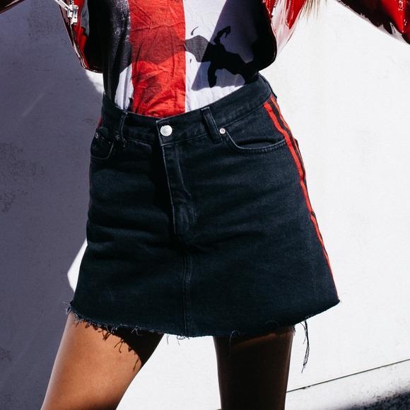 NWOT Pull & Bear Black denim skirt with two red stripes on both sides Sz M