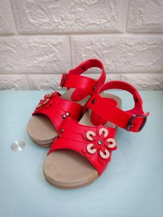 2nd Sandal Anak bunga merah size 26