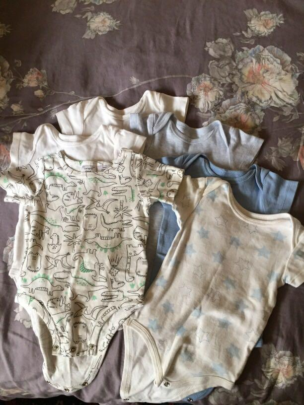 6 x size 0 shortsleeved baby bodysuits good used condition