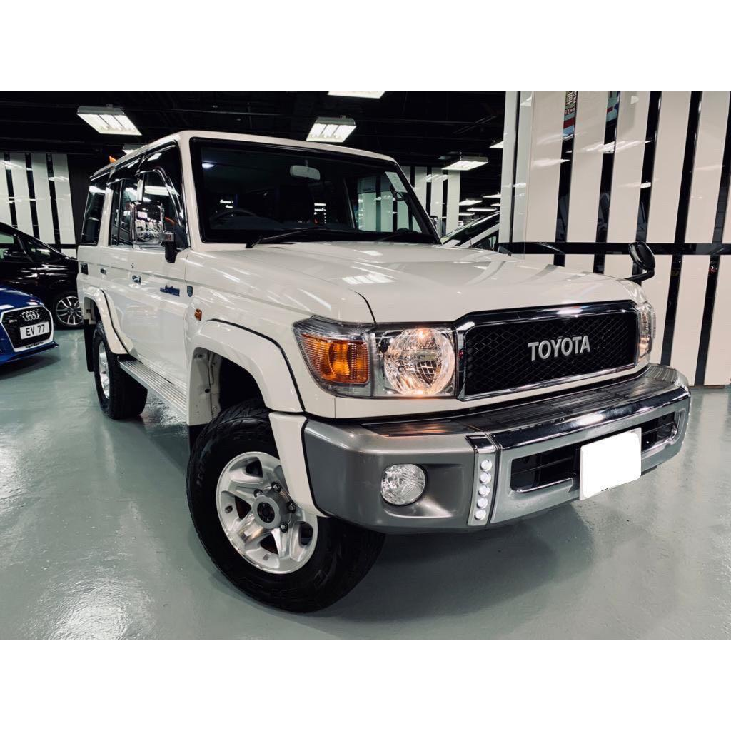 TOYOTA LAND CRUISER 4.0 MT 2014