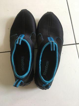 Male reebok running shoes