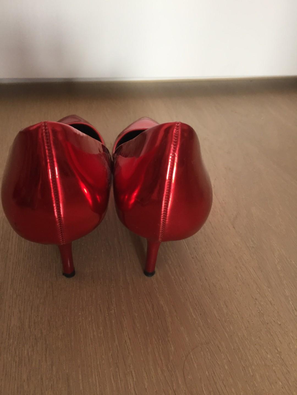 Red metallic Zara heels size 38 (excellent condition)