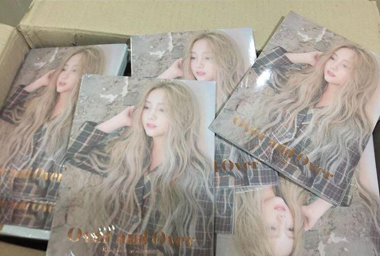 Kim Ji Yeon (Kei)-Mini Vol.1 Over and Over  CD + POSTER