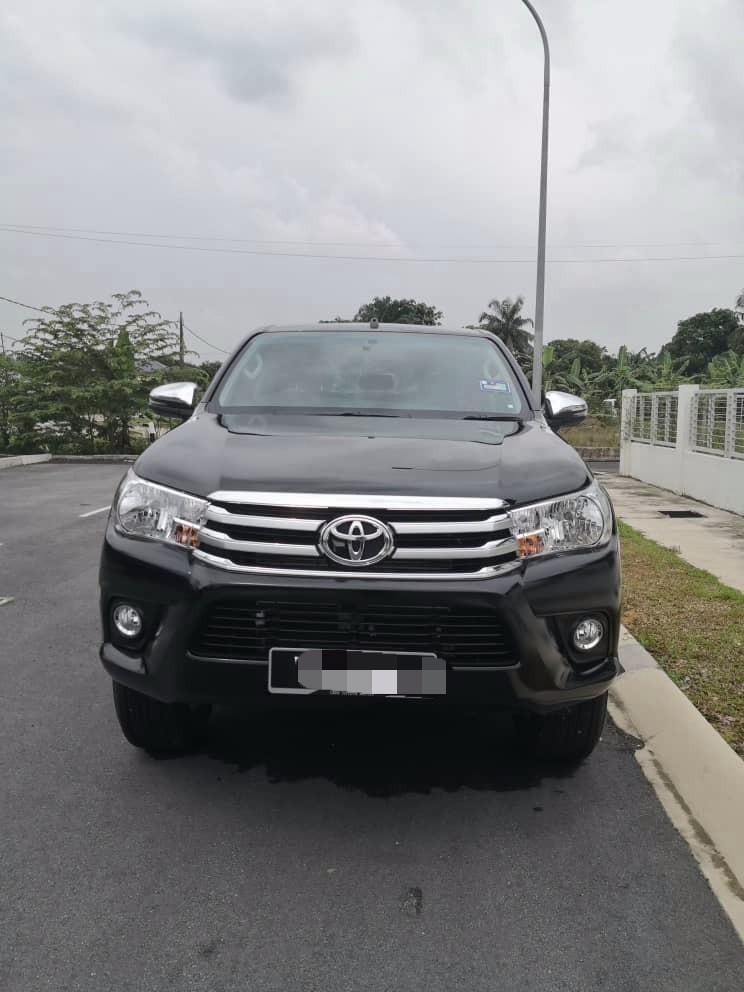 Toyota Hilux 2.4 (A) Pickup Truck Sewa Selangor KL
