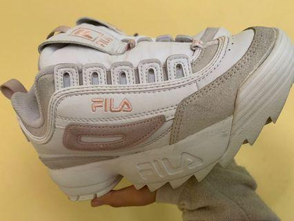 In an era of Adidas and Nike dominance, the Fila Disruptor 2 is a certified hit. #SALE2020 White Sneakers