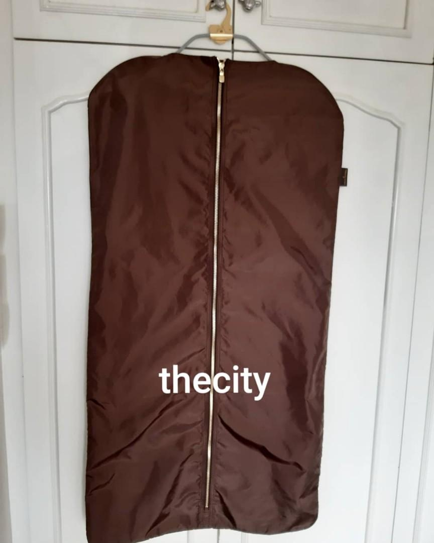 AUTHENTIC LOUIS VUITTON NYLON GARMENT BAG & GOLD HANGER SET - FOLDABLE FOR TRAVEL - FOR SUITS , DRESSES, JACKETS, SHIRTS , PANTS , ETC. - NEVER BEEN USED - (LV BOUTIQUE SELLING INDIVIDUALLY AT RM 1XXX ++)