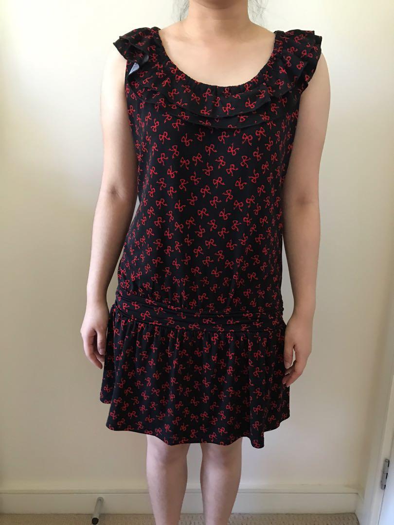 Ruffled neckline black dress with red ribbon pattern
