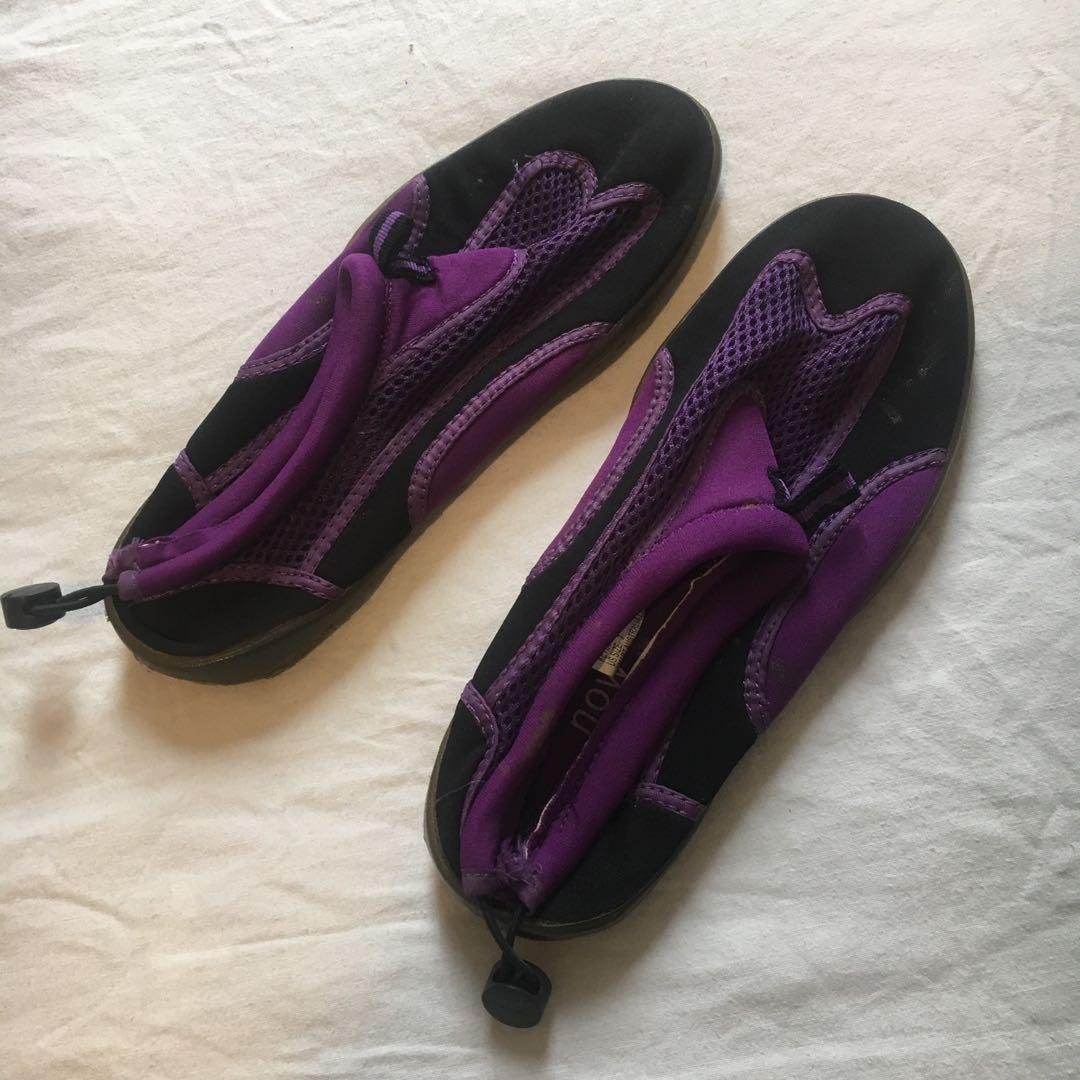 Vintage Reef Style Ocean Rock Shoes | Size 7 Womens