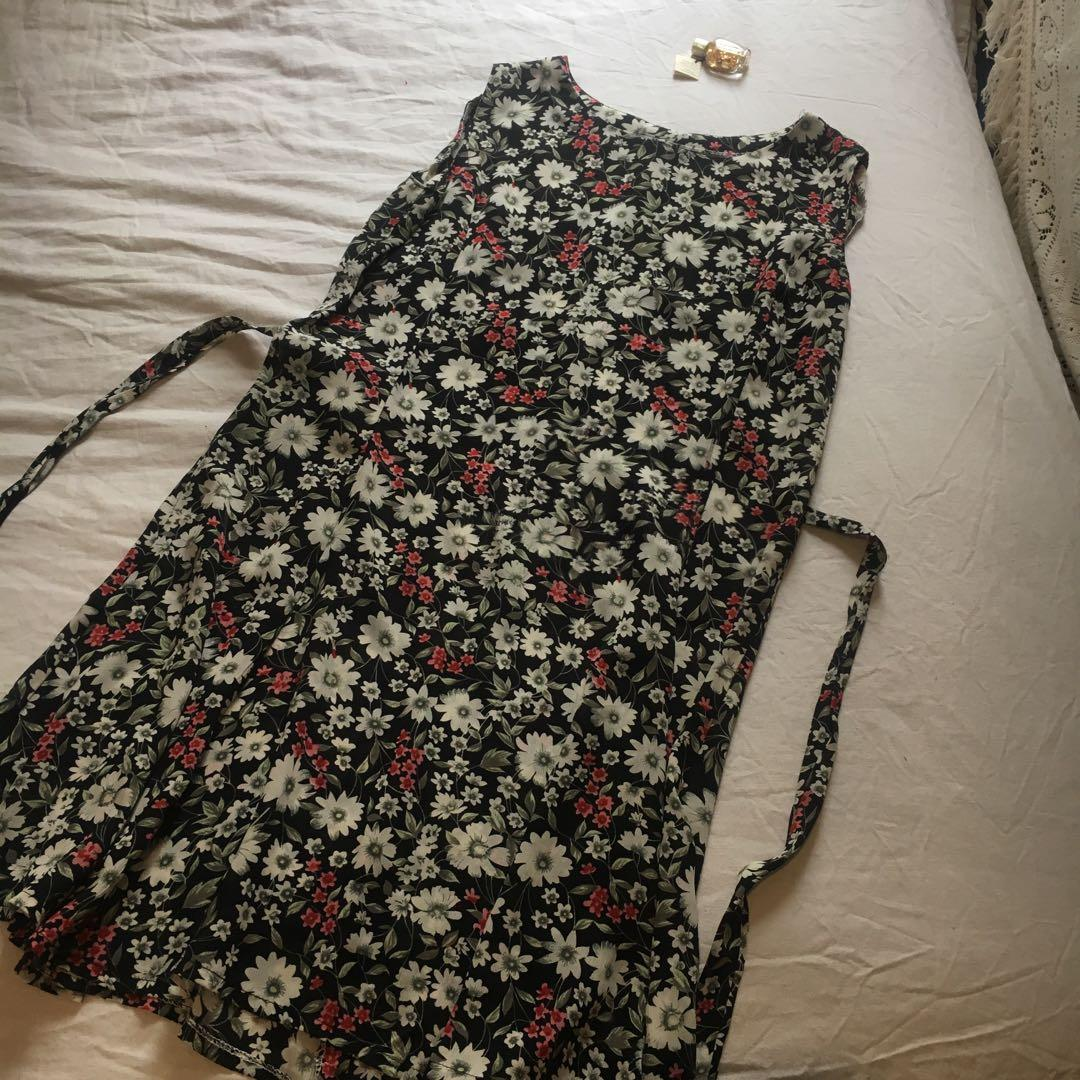 Vintage Sheer Floral Print Summer Dress   Best suited to a Small/Medium