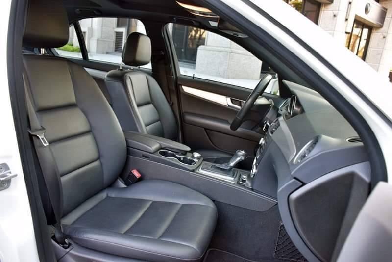🚗跨年前 讓你有車載妹子 🚗 2012年 c250 超級白 全額貸/還有錢可以拿
