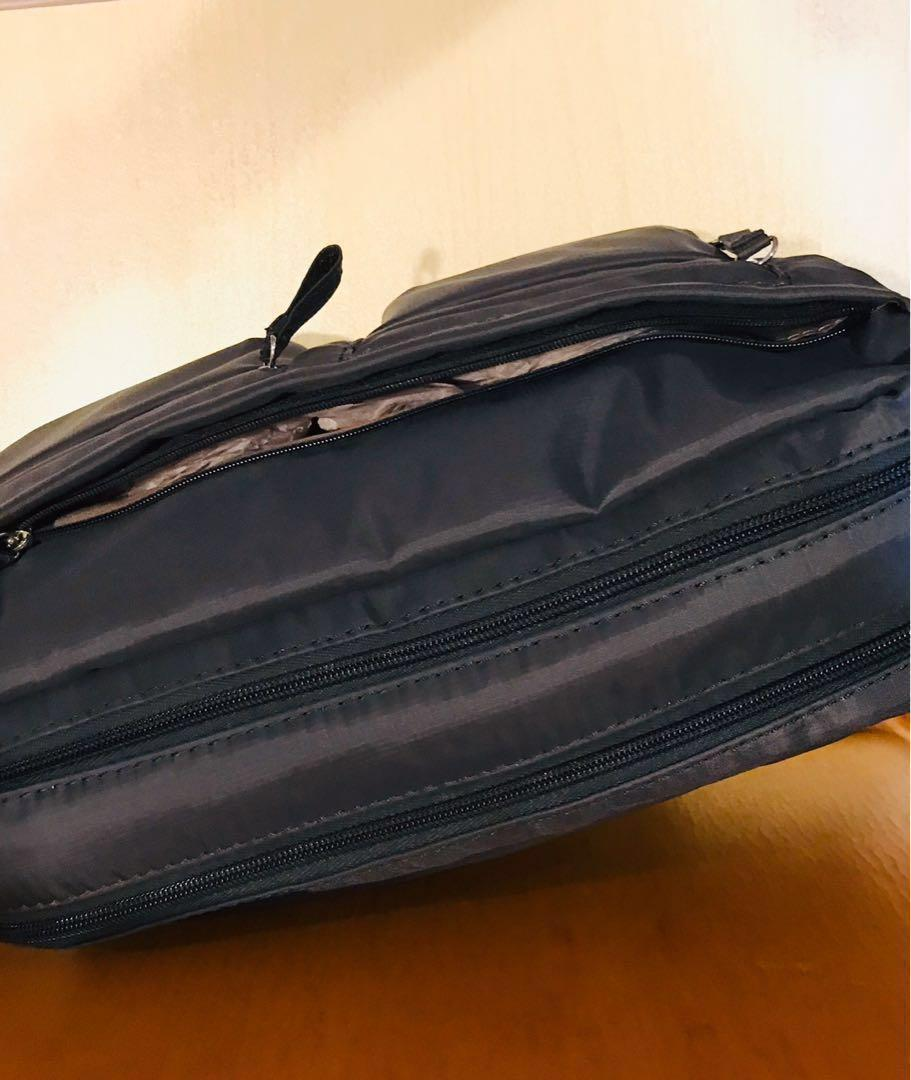 Samsonite. Squared Shoulder Bag. Medium. Light Weight. Many Compartment. Ladies. Handbag. Slingbag. Dark Blue. Great for Travel and Daily Use. AUTHENTIC.