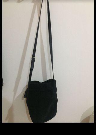 Tas wanita hitam (slingbag)