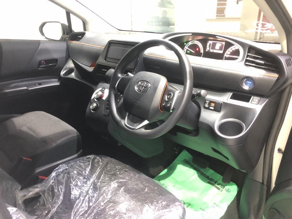 Toyota sienta hybrid 1.5x keyless entry