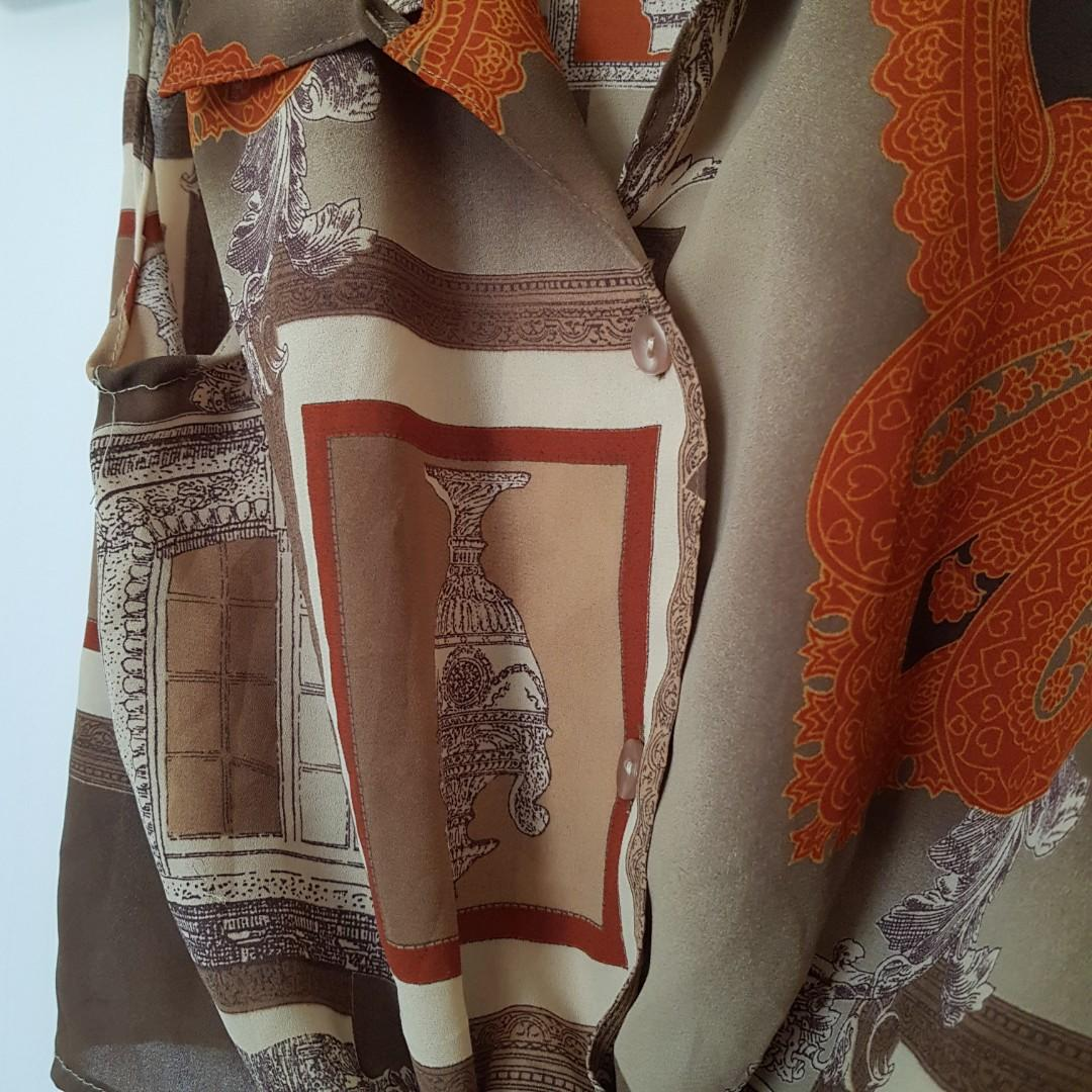 Vintage Grecian Print Tie Up Cropped Sleeveless Shirt