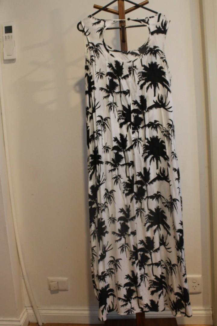 10/M - Into - White Maxi Lightweight Dress w Black Palm Tree Print