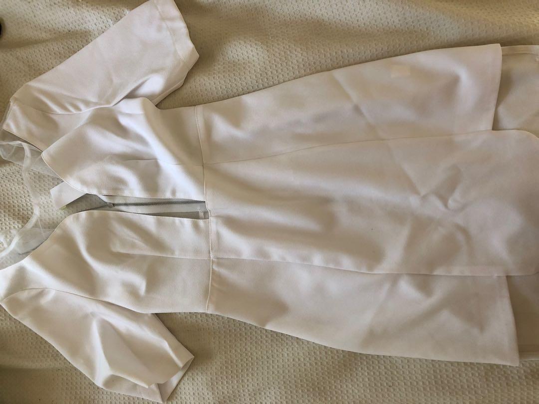 Mossman white elegant dress with mesh parts size 6 never worn