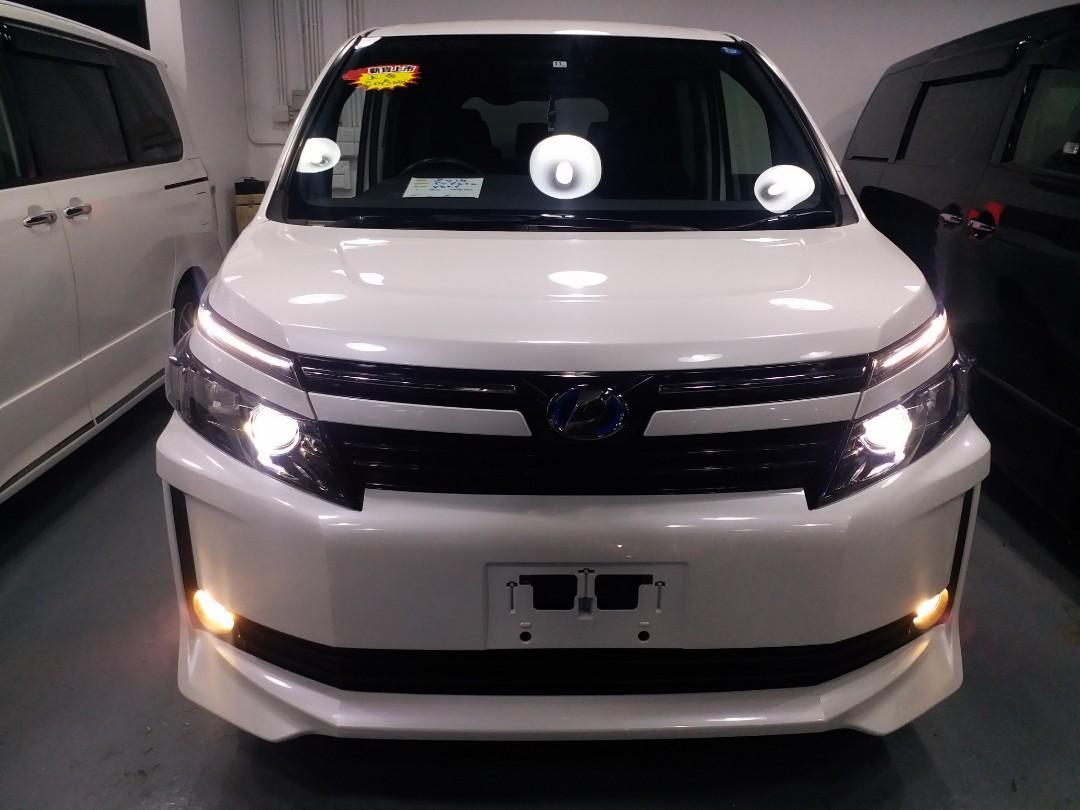 2014 TOYOTA VOXY Hybrid 1.8