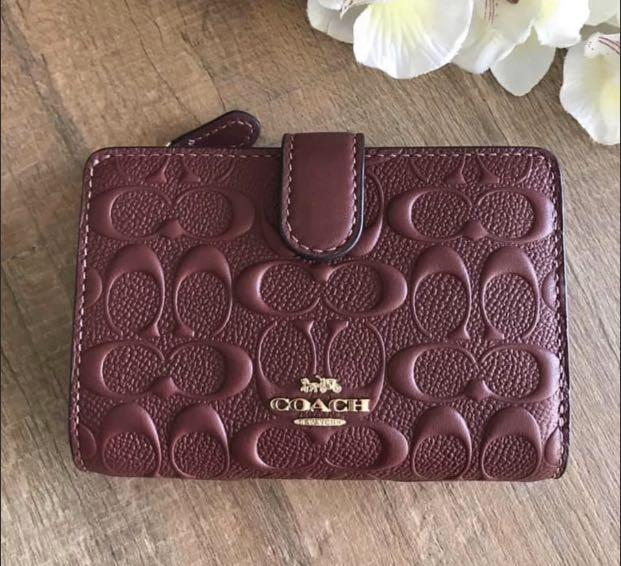 AUTHENTIC NEW COACH MEDIUM CORNER ZIP WALLET IN SIGNATURE LEATHER (COACH F67565) #In stock## WINE/GOLD 🌟165$ Product details | Signature smooth calf leather