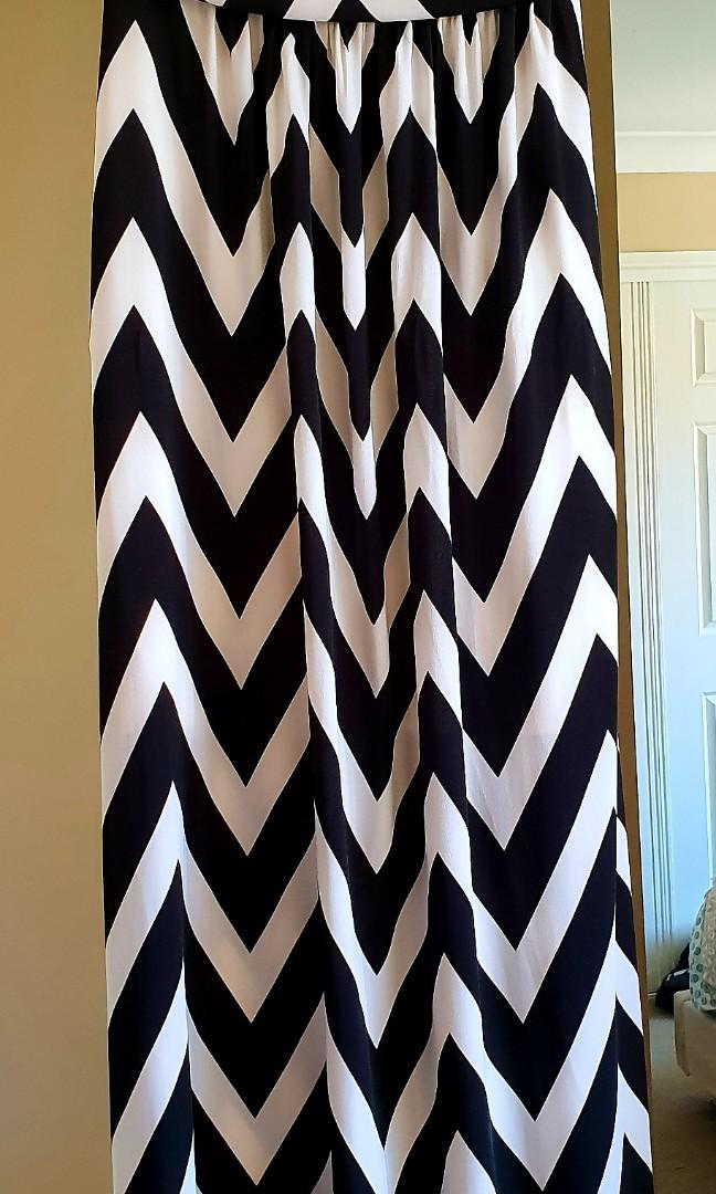 Black and White dress Size 16 stretchable strapless never worn with tag