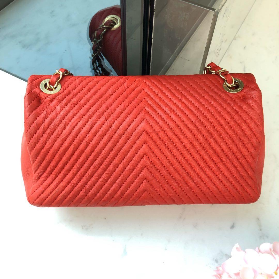 ✖️SOLD!✖️ Superb Deal! Super Pretty Chanel Seasonal Medium Herringbone Chevron Flap in Red Distressed Sheepskin and Aged GHW