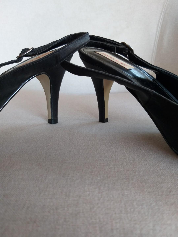 Ladies Sz 9.5 Diana Ferrari Black Strappy high heel shoes