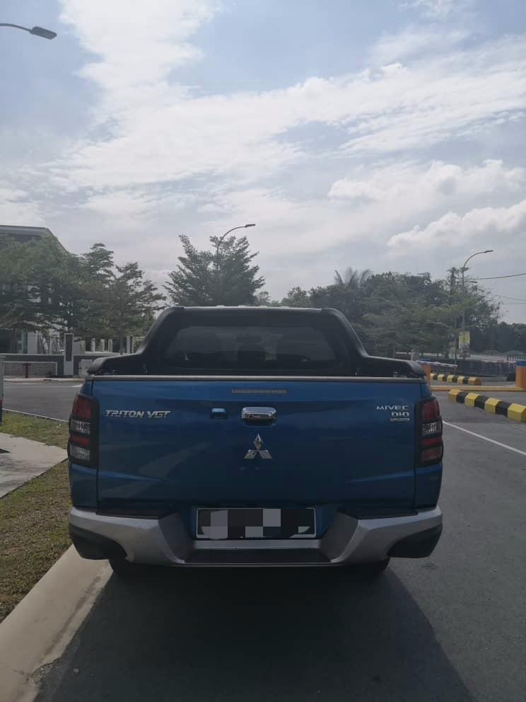 Mitsubishi Triton Full Spec 2.5(A) 4x4 Pickup Truck Sewa Selangor KL