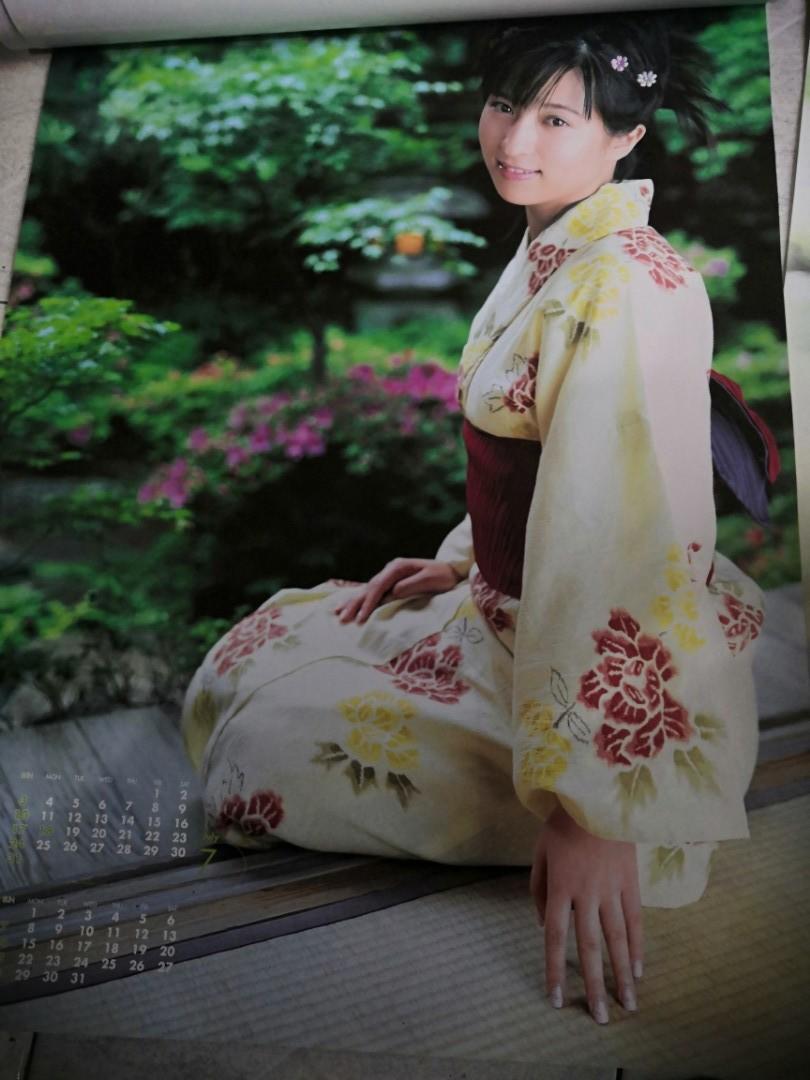 日本 女優 水著 偶像 明星 年 月曆 掛曆 仲根霞
