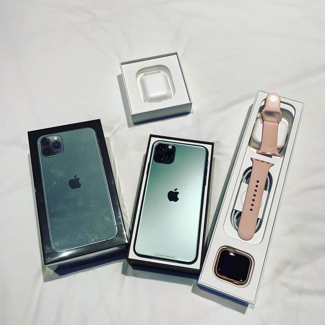 Apple Iphone 11 Pro Max with free Apple series wristwatched