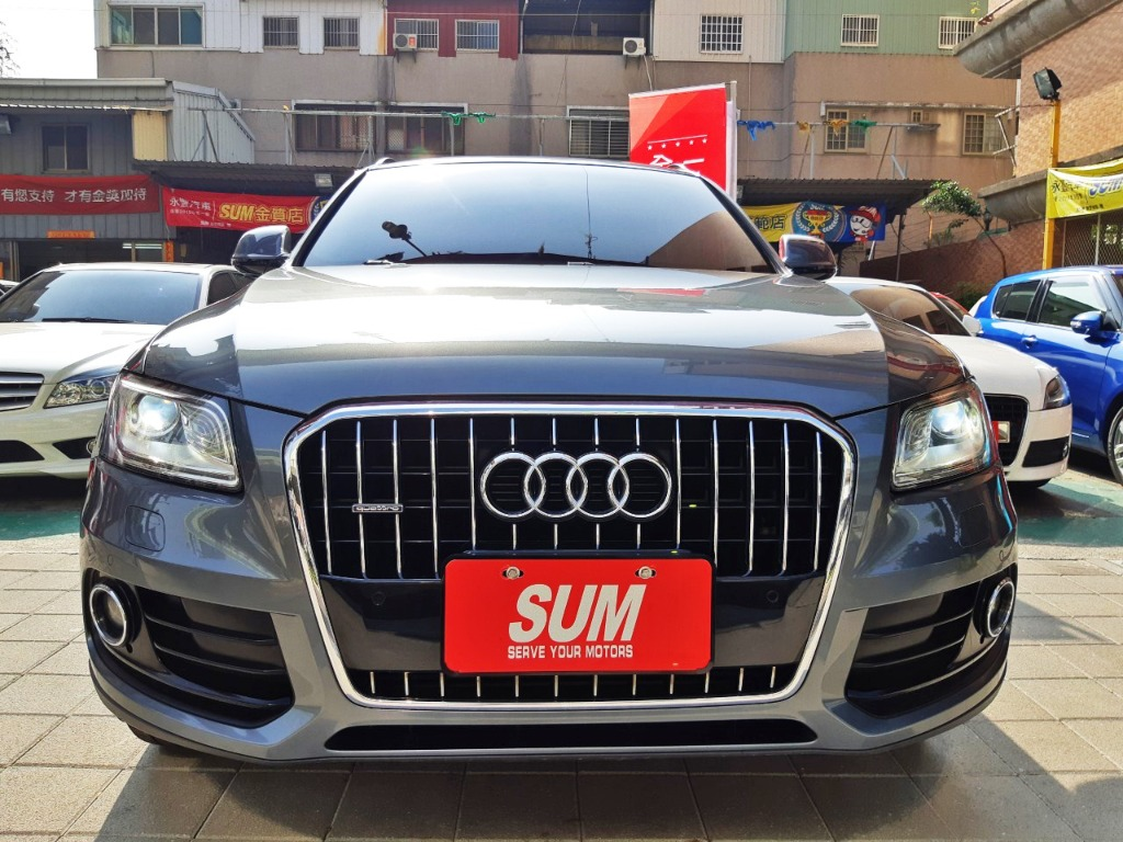 AUDI Q5 灰色