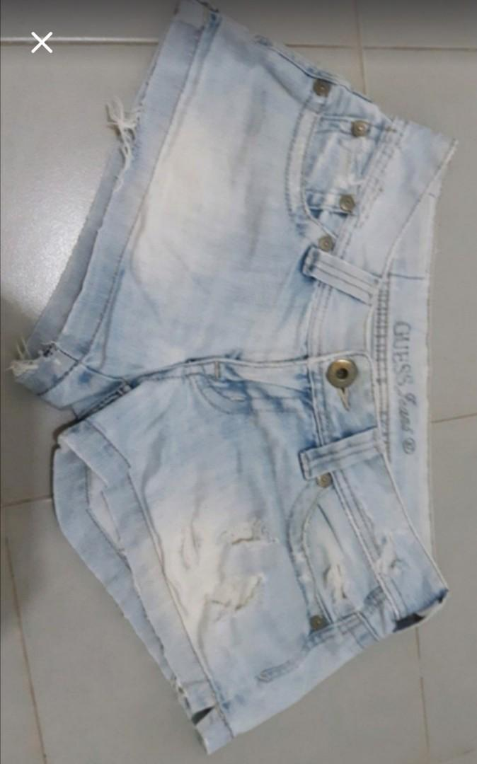 Authentic)Guess Jeans shorts Size 27 Shorts Pattern is broken here n there 1 natural broken in Good Condition no yellow part