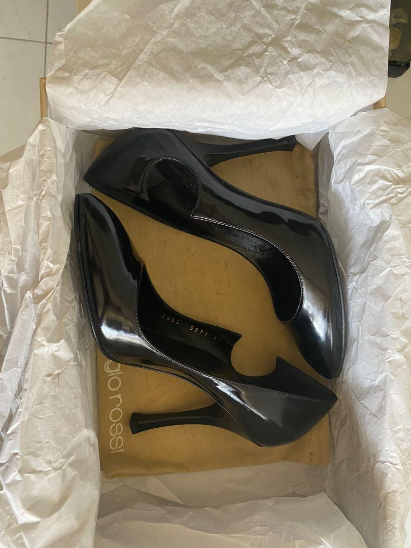 Brand New Sergio Rossi black pumps with cut out detail