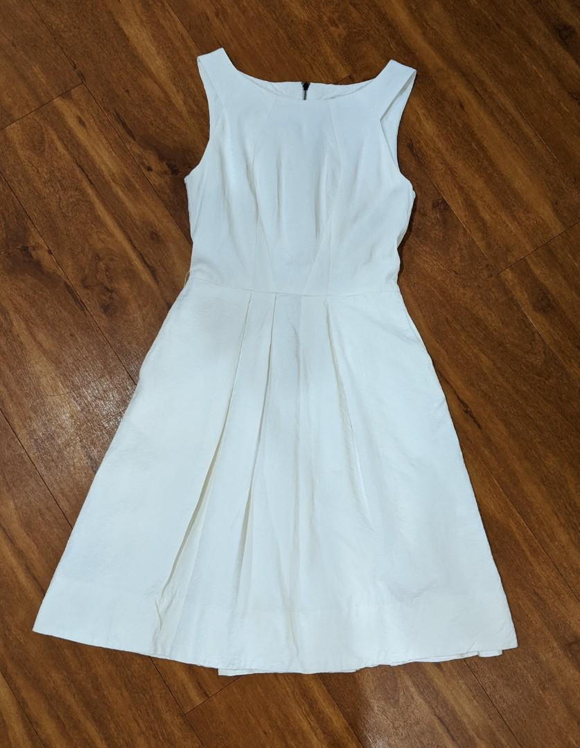 Cue White dress with textured fabric. Size 6 - near new