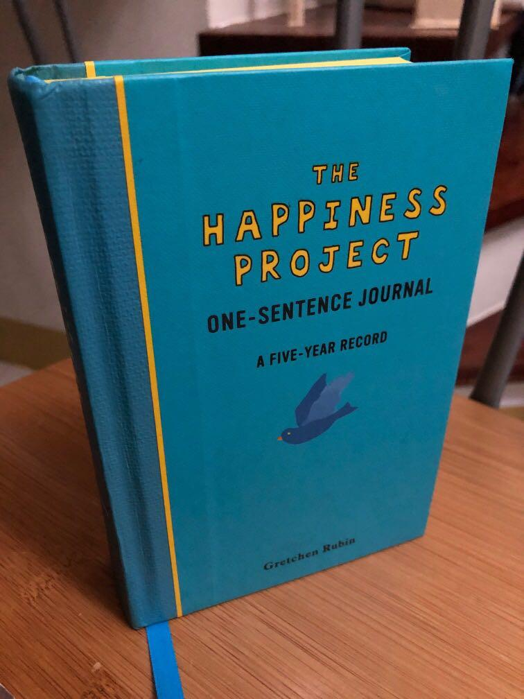 The Happiness Project Journal HB (5 yrs one sentence every day) + free pocket book