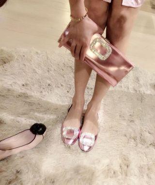 「貴婦百貨購入」RV限量粉紅亮皮革手拿包