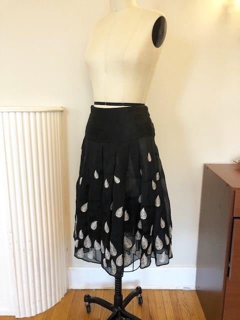 Anthropologie Black Silk Organza Embroidered Full Skirt Size 6 Pre-Owned
