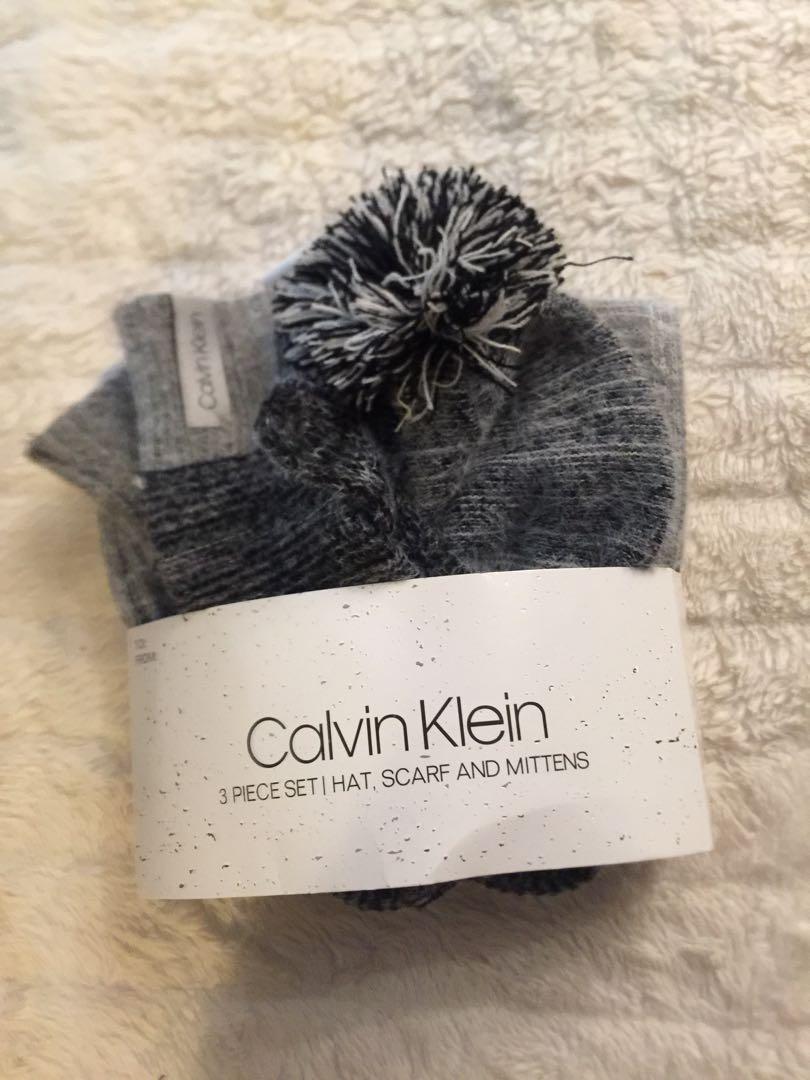 Brand new Calvin Klein 3 pieces set (hat/scarf/mittens)