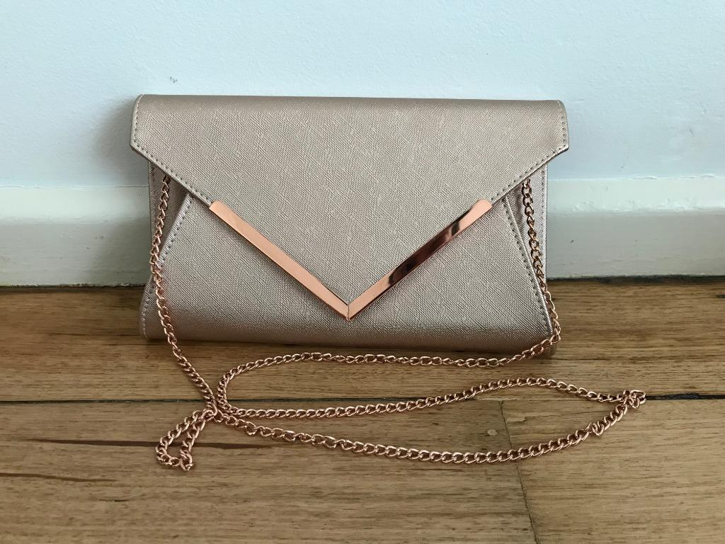 Collette pink gold look large cluth with matching chain strap