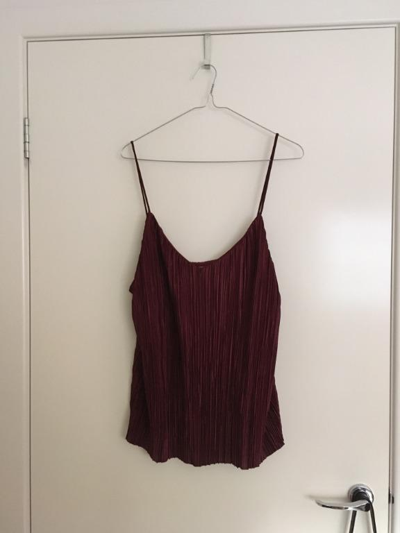 H&M maroon plisse pleated top with spaghetti straps, size L, new with tags.