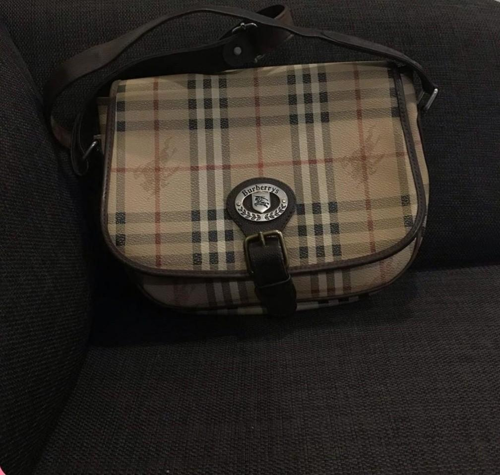 Reprice Burberry slingbag Good condition minor leather di dalam tas after spa and cleaning