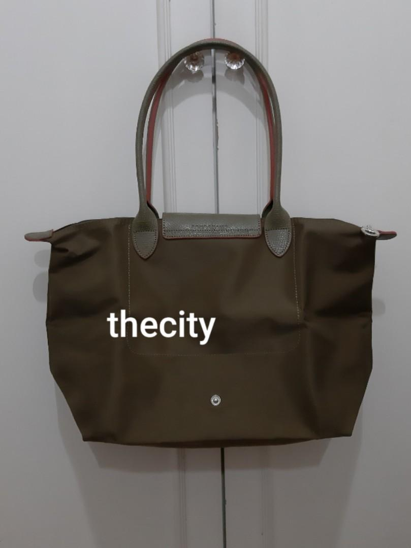 VERY GOOD CONDITION, USED ONLY A FEW TIMES - LONGCHAMP MEDIUM LE PLIAGE LONG HANDLES,  CAN SHOULDER CARRY- VERY CLEAN INTERIOR-  PURCASED FROM LONGCHAMP FACTORY OUTLET STORE